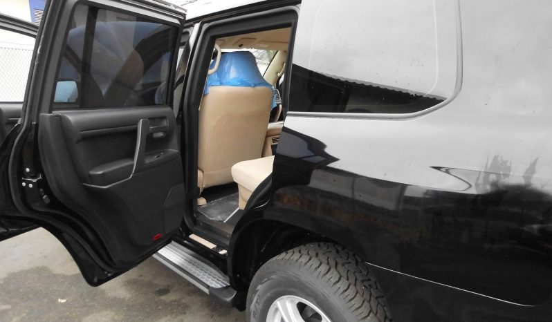 Toyota LandCruiser 200 VR7 only 100km full